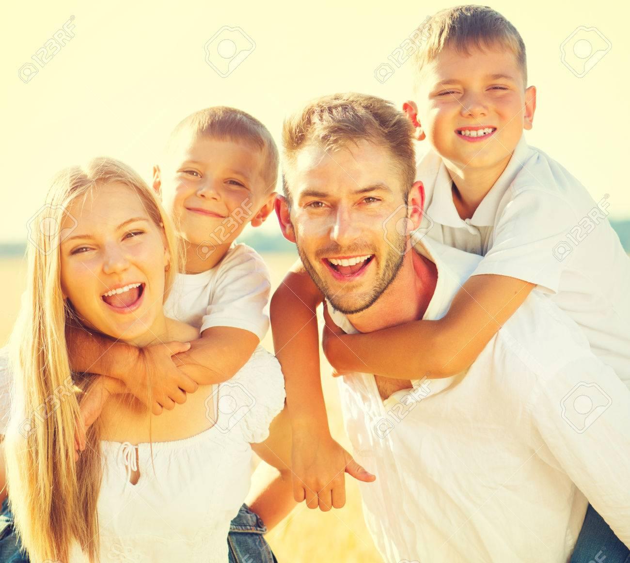 Молодой с двумя взрослыми