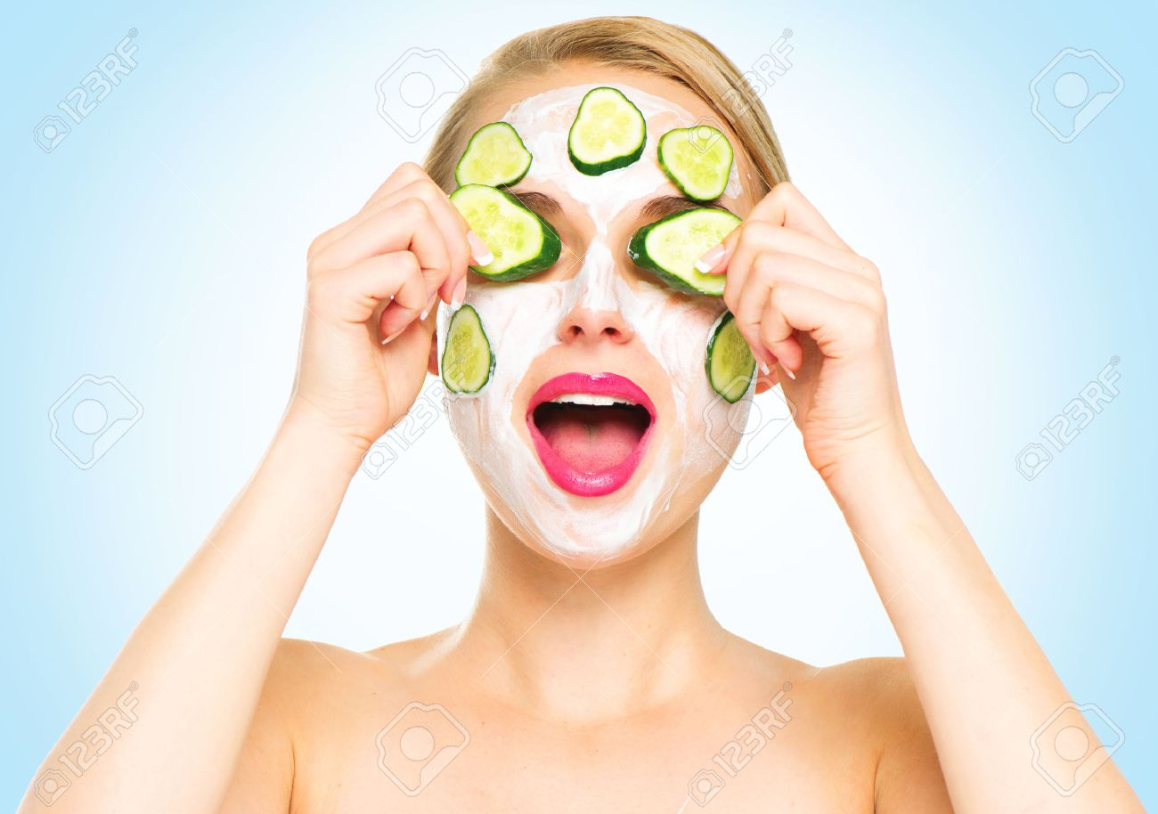 Ovale Facial Mask Sachet Tomat Face Stock Photos Royalty Free Images Funny Spa Woman Applying Fresh With Cucumbers