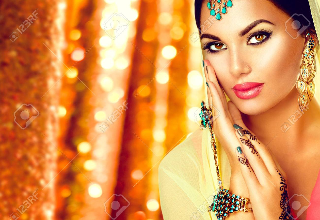 Mehndi Makeup In : Young arabian woman with mehndi tattoo perfect make up and