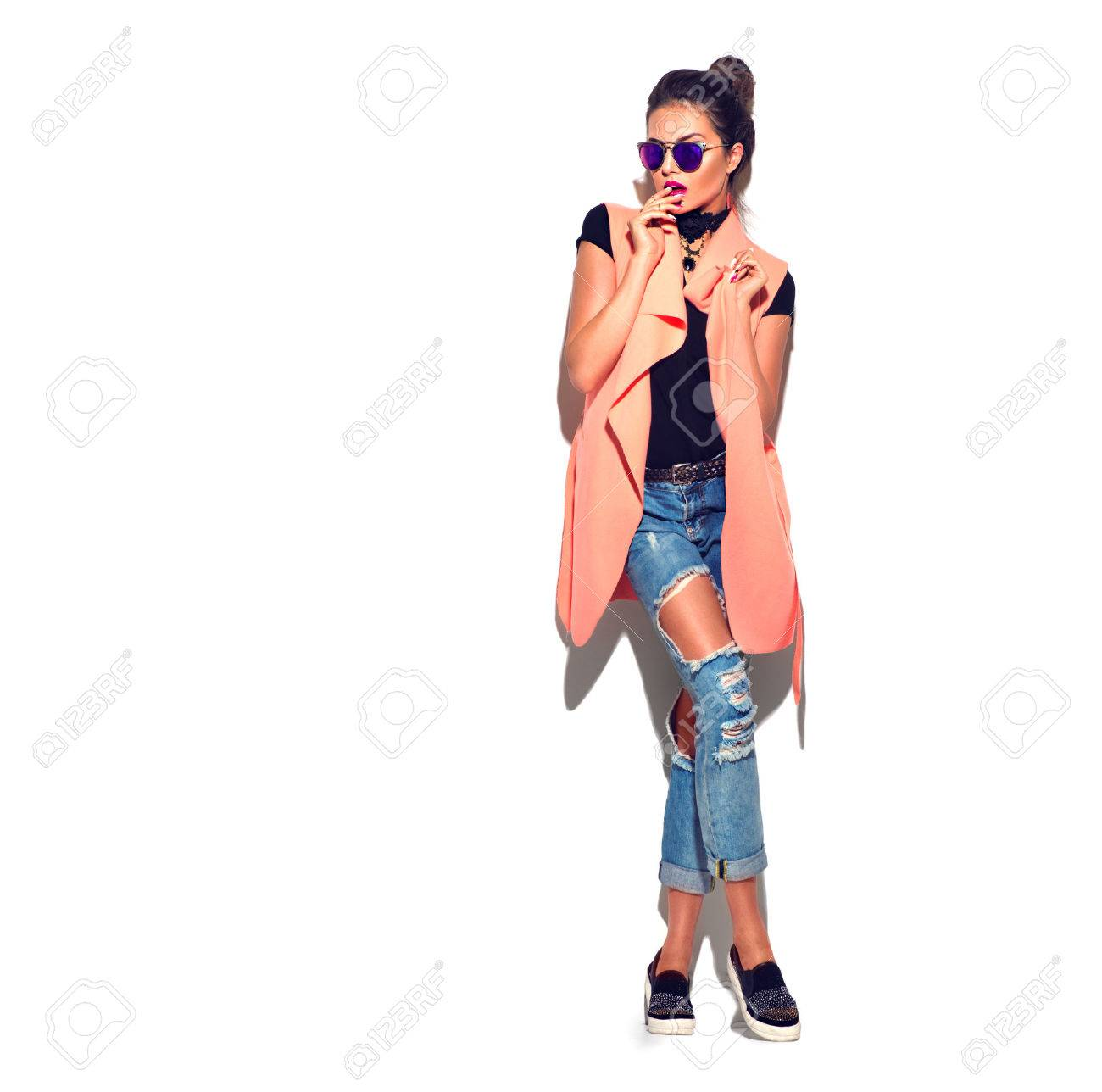 Beauty stylish brunette woman posing in fashionable clothes - 61789362