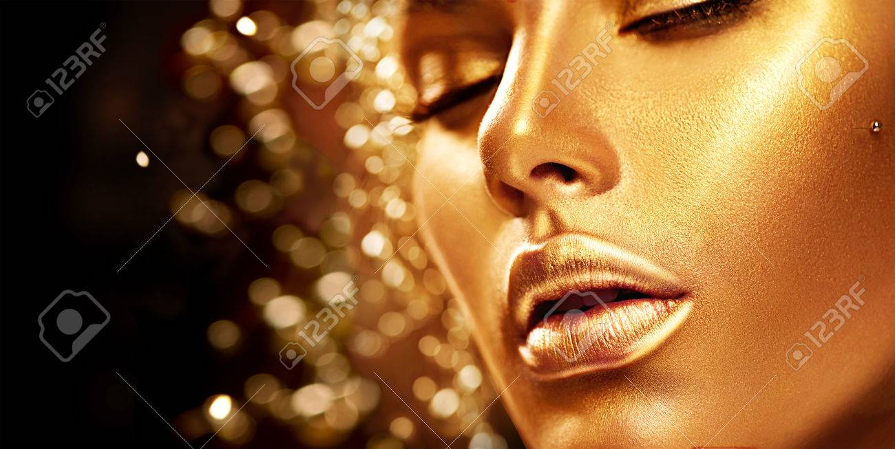 Beauty model girl with golden skin. Fashion art portrait Banque d'images - 66155685