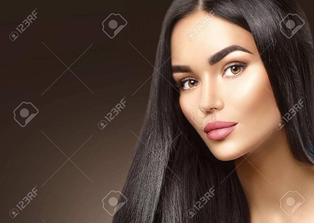 Beauty fashion girl face portrait, brunette young woman closeup Banque d'images - 67921050