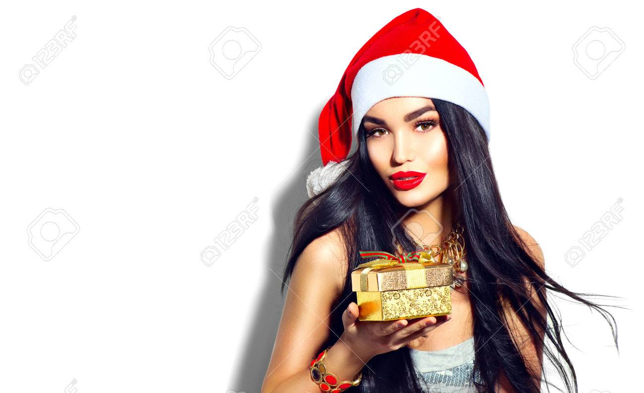 Beauty Christmas fashion model girl holding golden gift box Banque d'images - 67522068