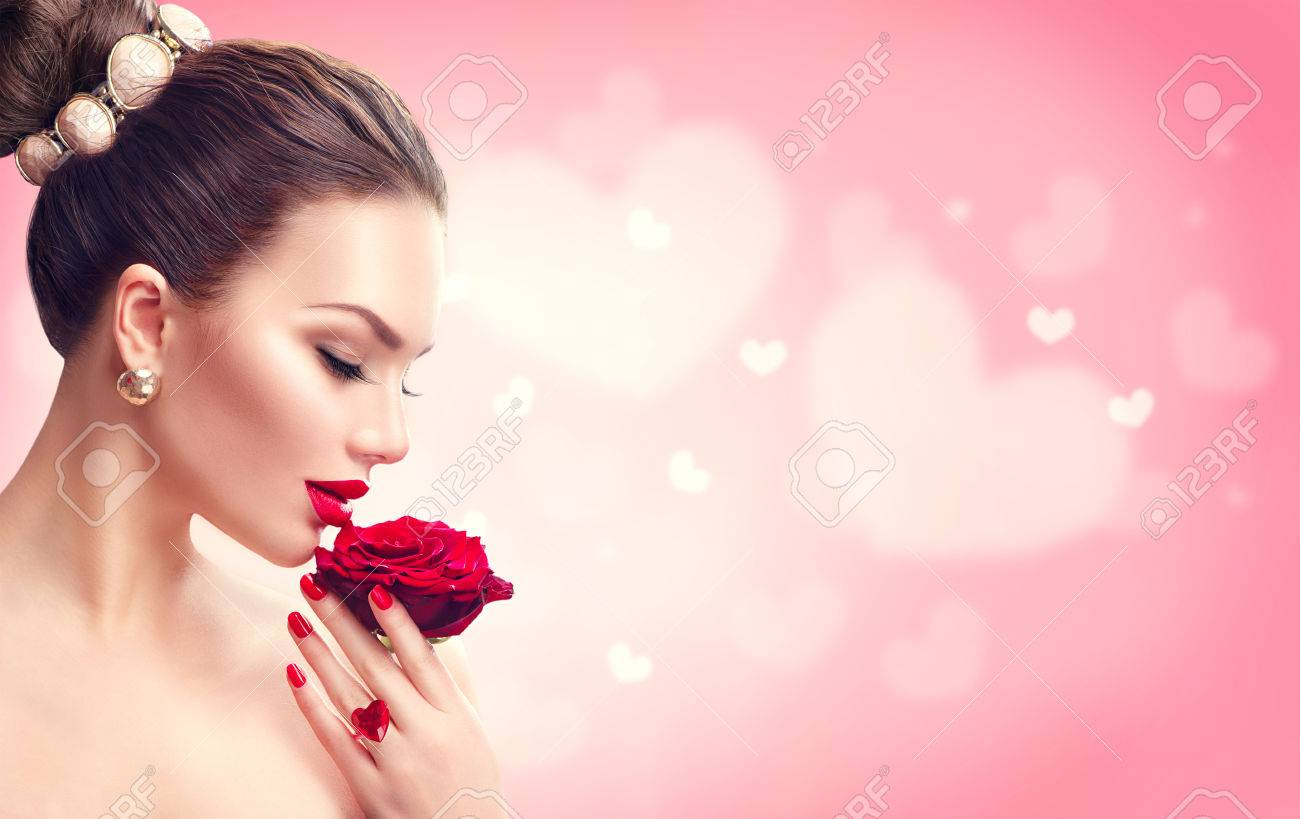 Valentine's day. Woman with red rose. Fashion model girl face portrait Banque d'images - 69124446