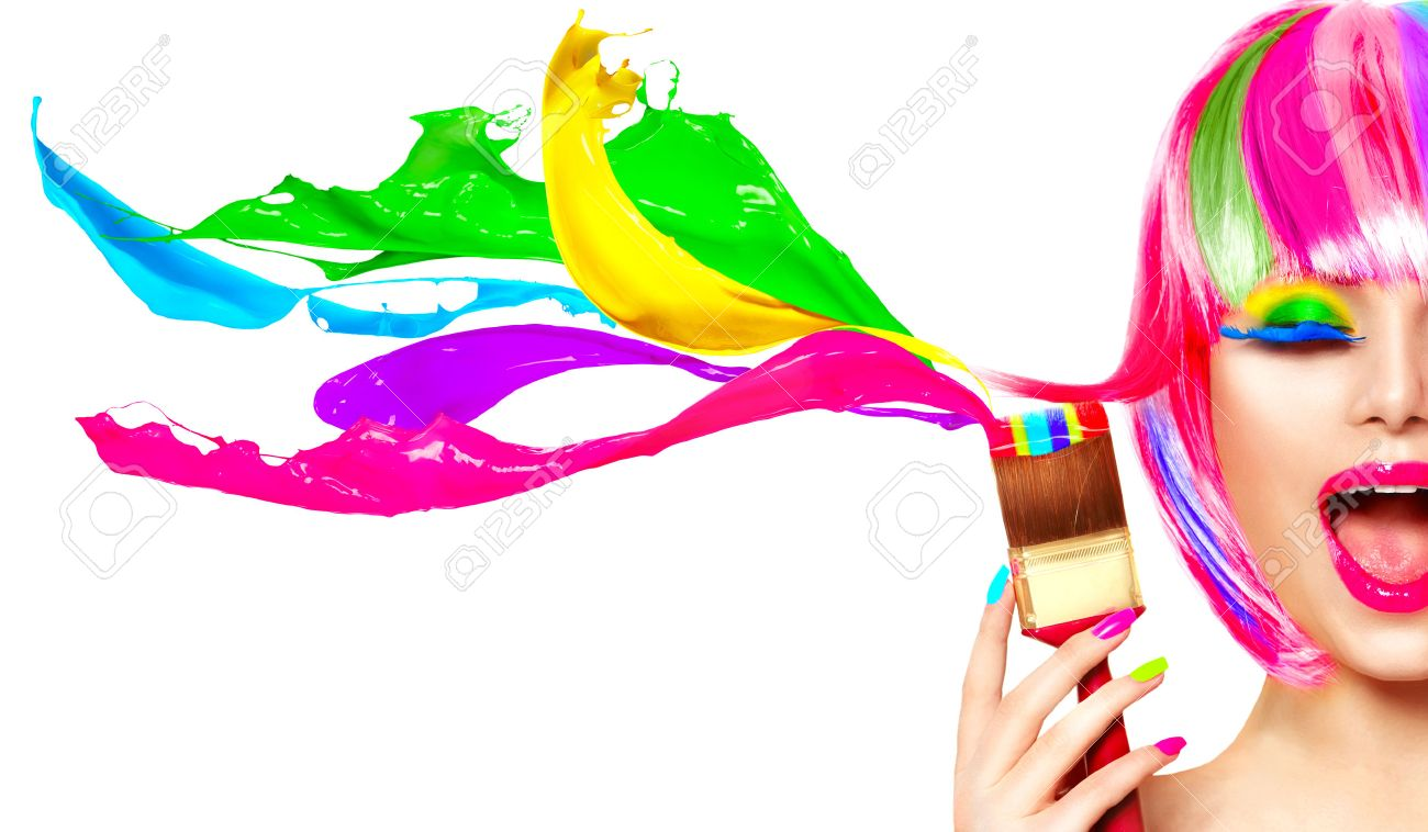 Dyed hair humor concept. Beauty model woman painting her hair in colourful bright colors Banque d'images - 69431327