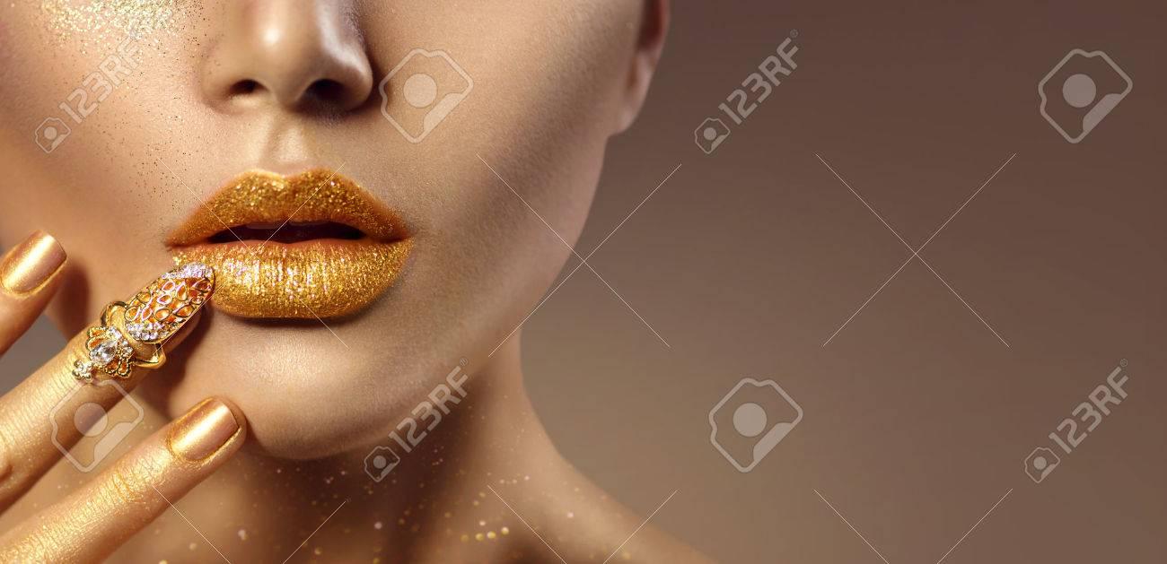 art de la mode or femme peau visage portrait closeup Banque d'images - 74168255