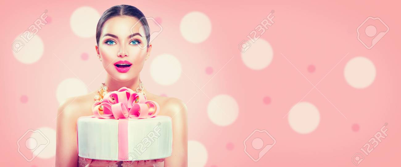 Stupendous Fashion Model Girl Holding Beautiful Party Or Birthday Cake Funny Birthday Cards Online Overcheapnameinfo