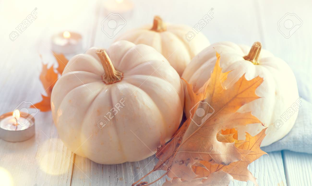 Thanksgiving background. Holiday scene. Wooden table, decorated with pumpkins, autumn leaves and candles - 112655373