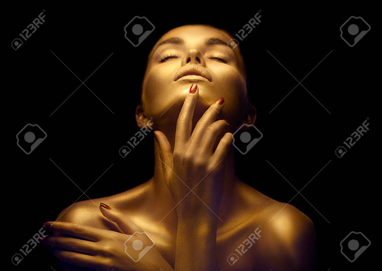 Beauty woman with golden skin. Fashion art portrait closeup. Model girl with shiny golden professional makeup. Gold jewellery - 125524183