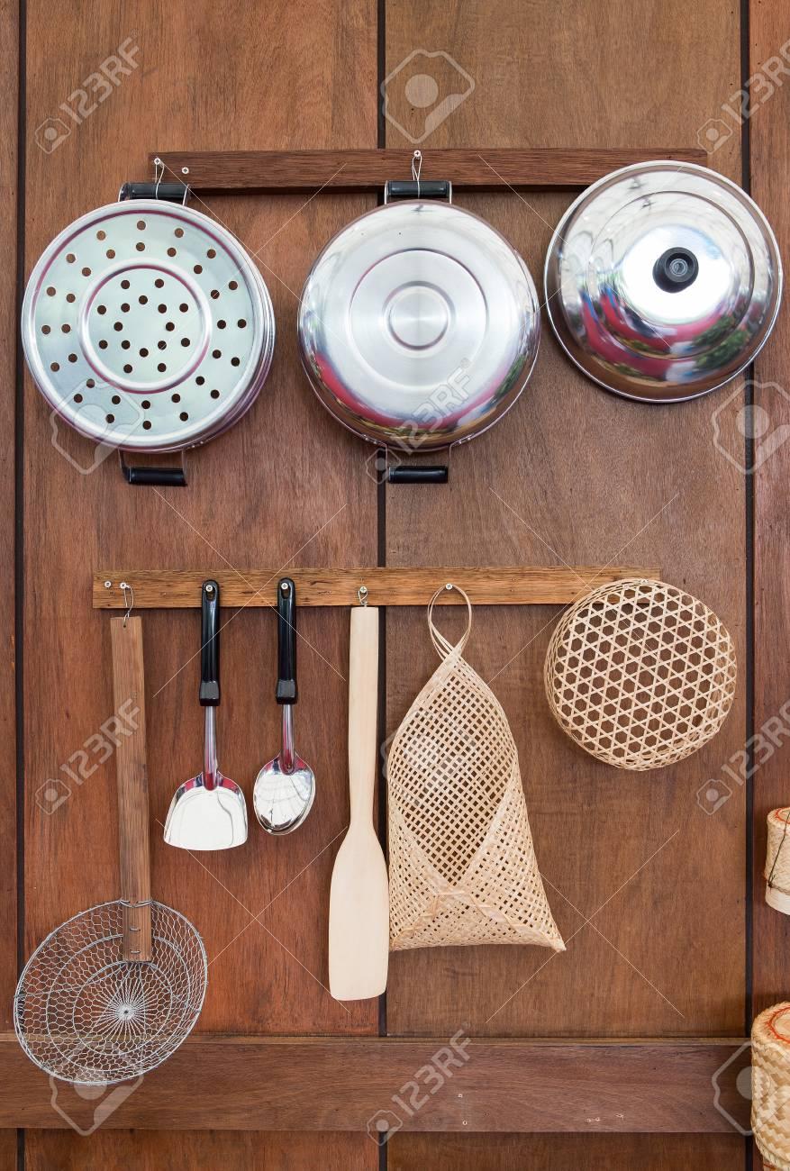 Ustensiles De Cuisine De Style Ancien En Thailande Sur Le Mur De