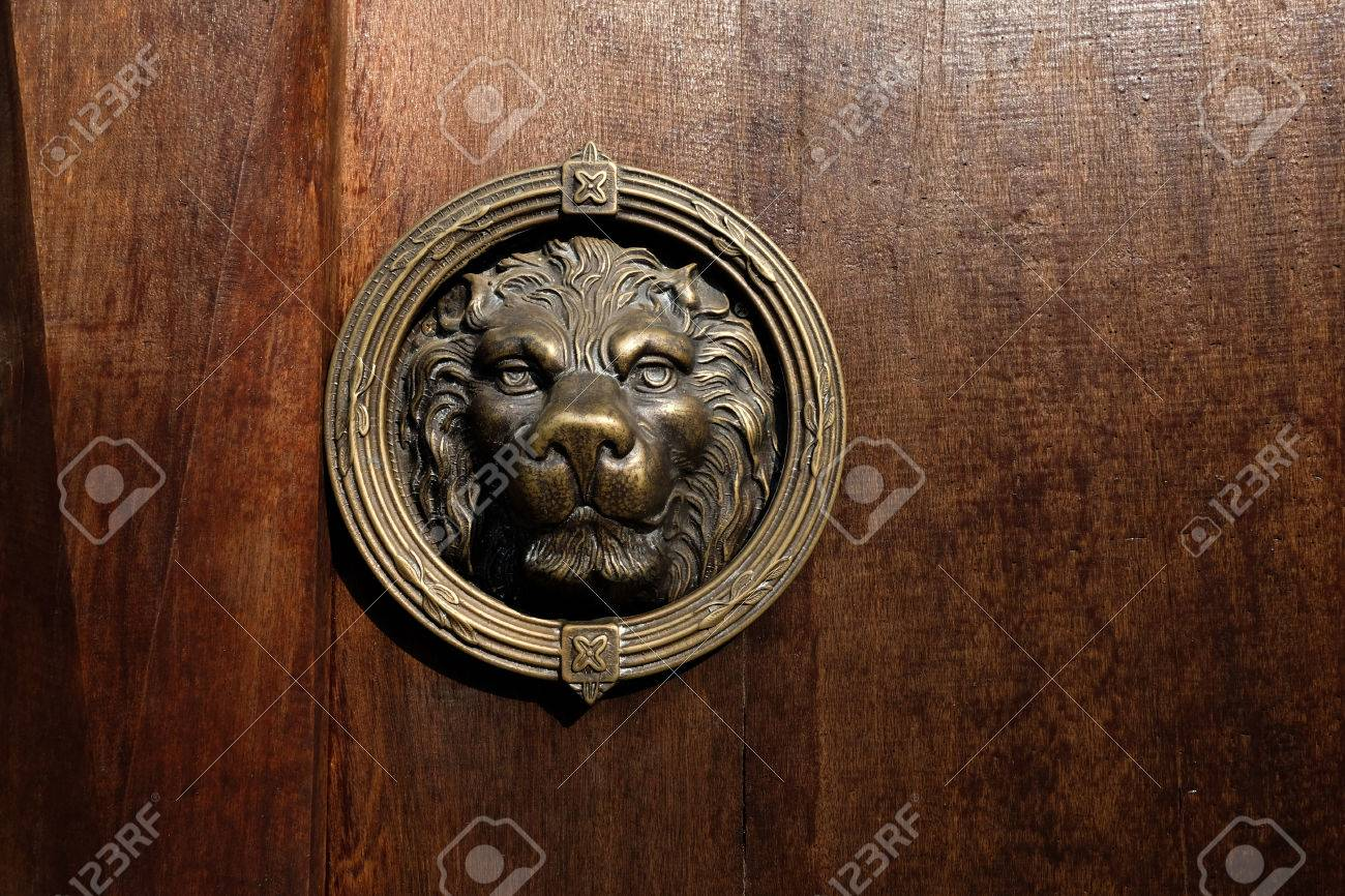 Lion Head Door Knocker, Ancient Knocker. Stock Photo   59196037