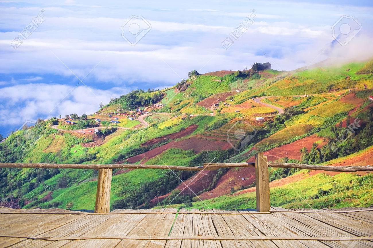 point de vue de la terrasse en bambou des montagnes de naturl en
