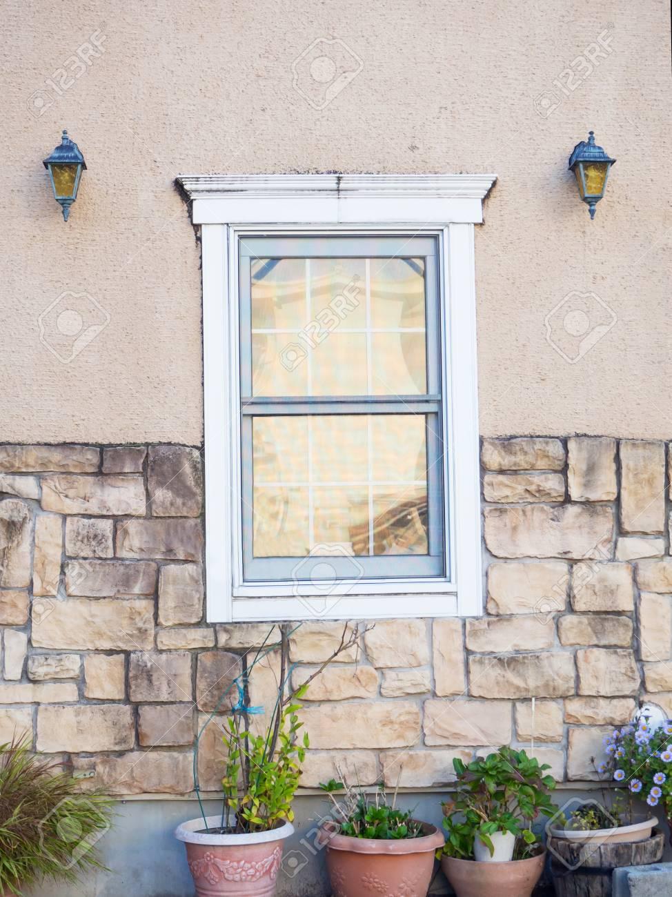 Vintage Holz Weisse Fenster Dekoration Auf Der Mauer Lizenzfreie