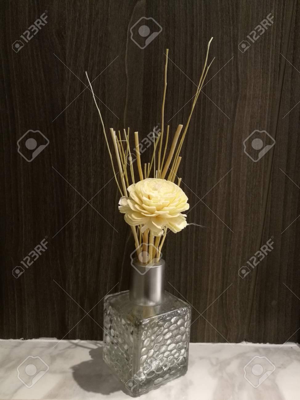 Bonne Odeur Dans La Salle De Bain ~ huiles aromath rapie infus e avec fleur pour une bonne odeur dans la
