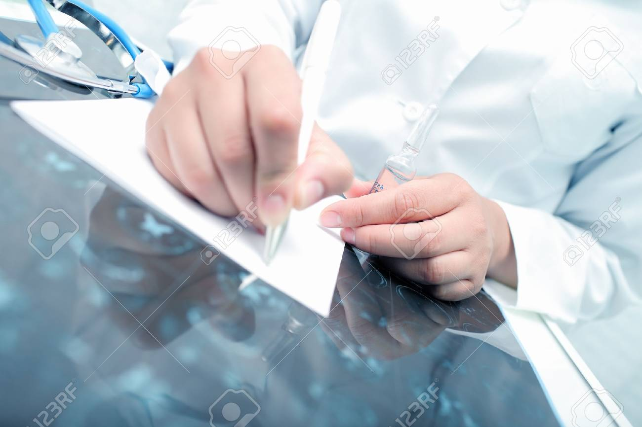 Doctor prescribes the drug to the patient. - 54221414