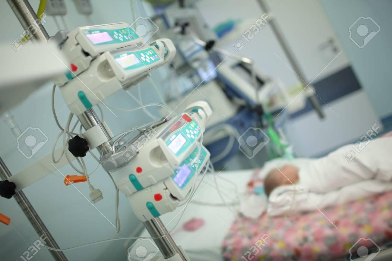 Child in the intensive care unit. - 81454888