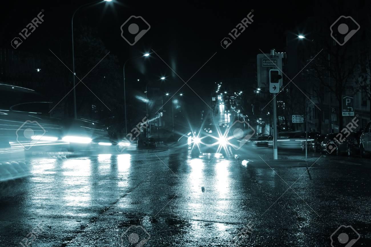 Blinding lights of night cars. - 88843987