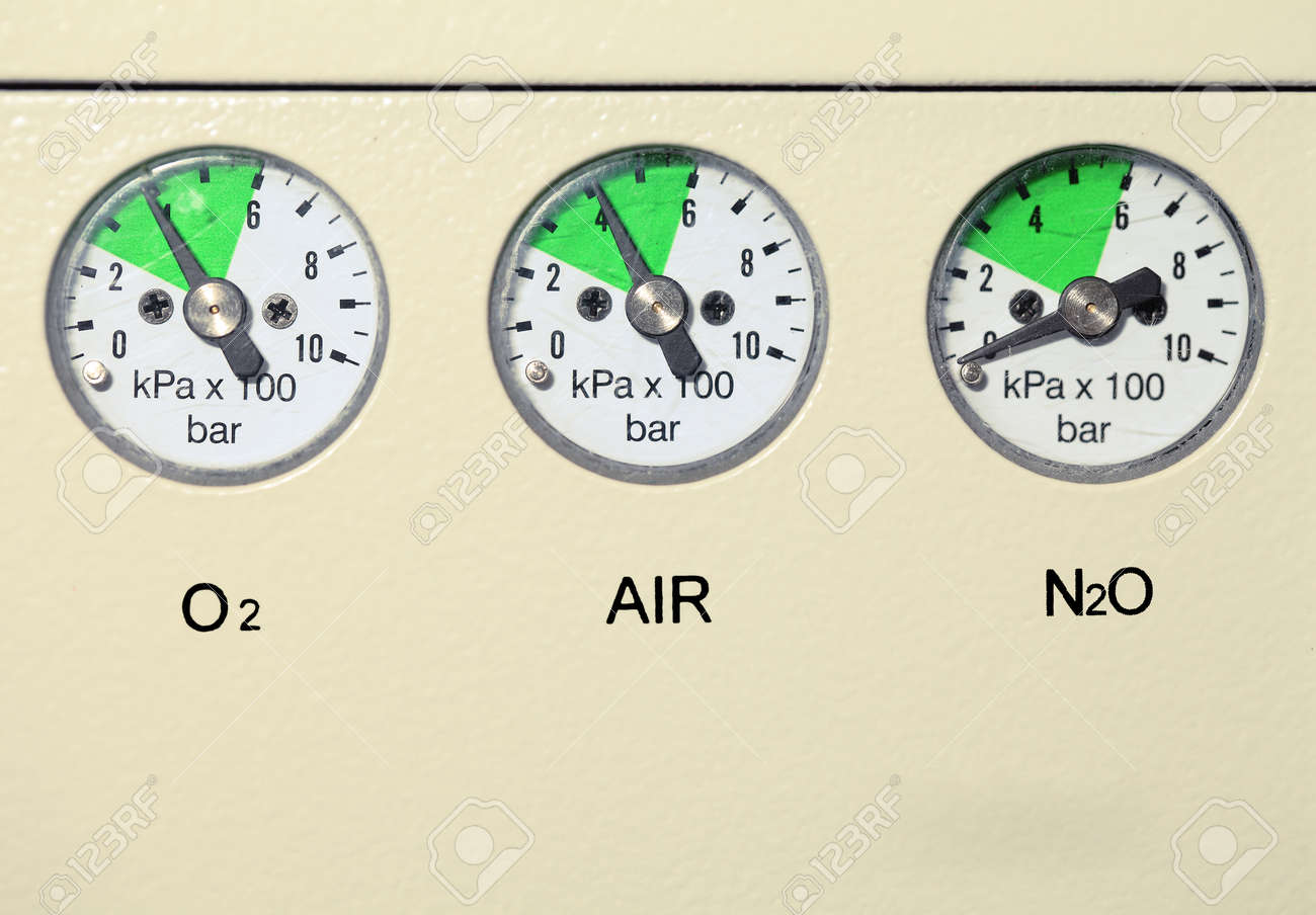 Medical gas pressure measuring device. - 166952943