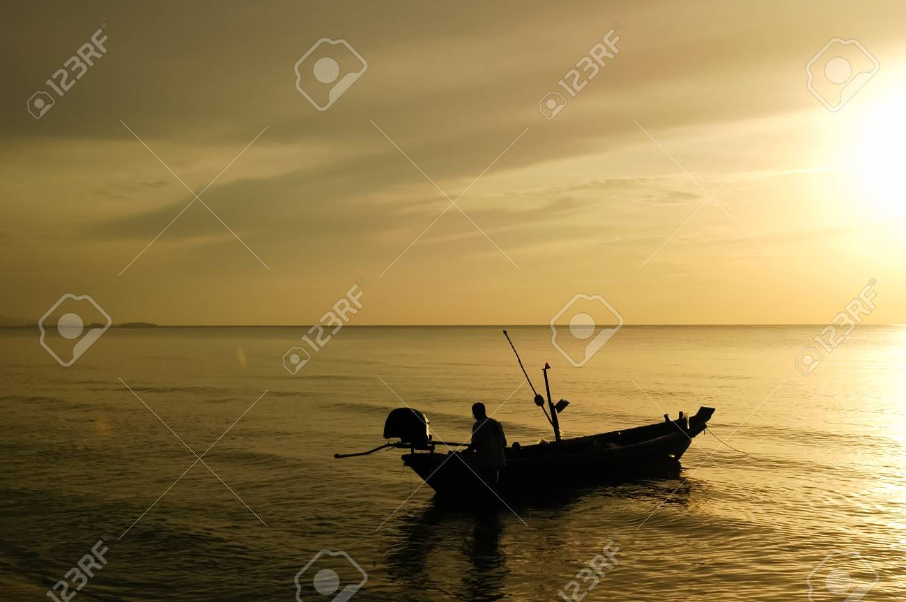 Fishing boats and the sea in the morning Stock Photo - 19903462