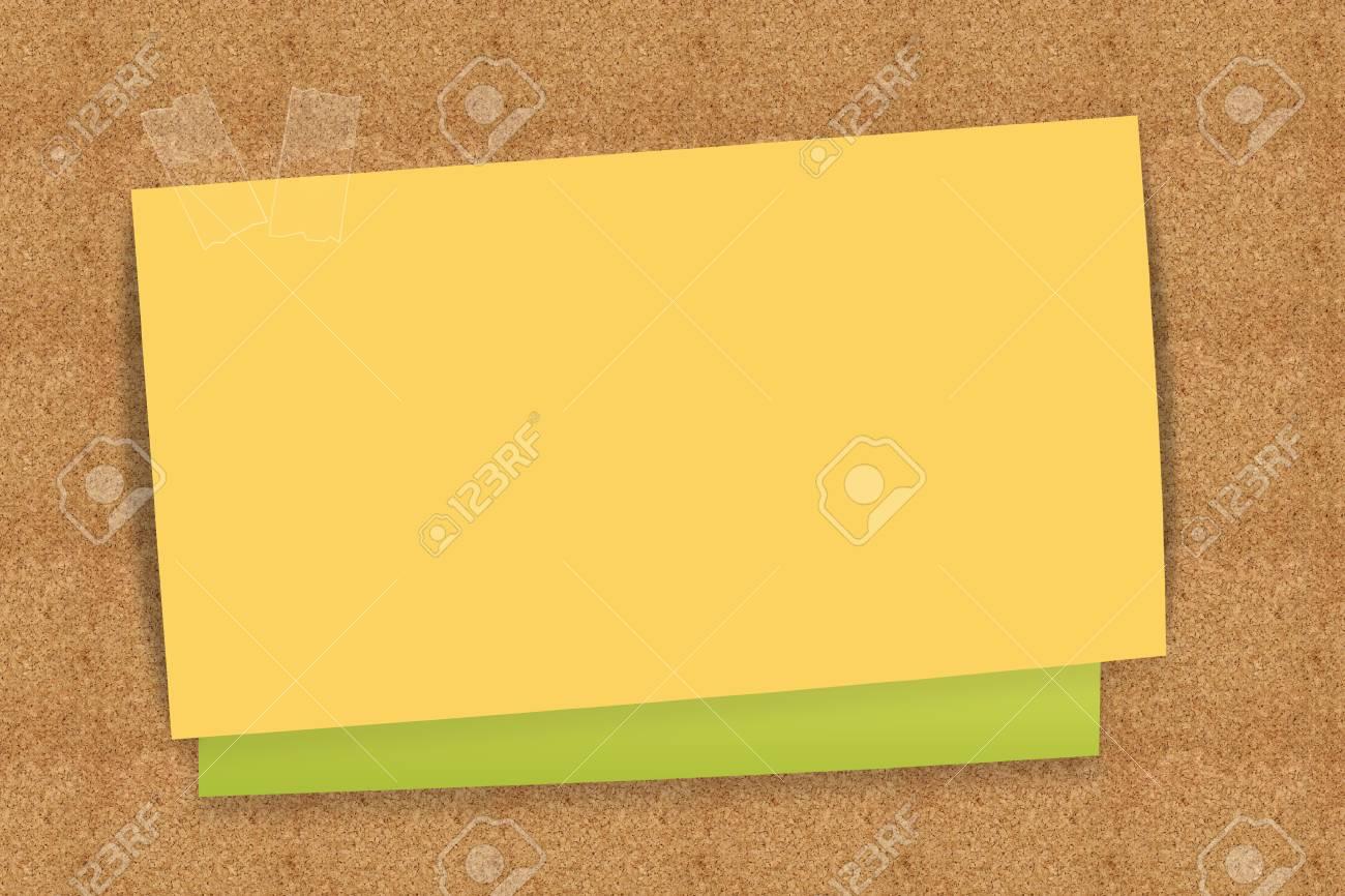 Sticky Note Gelb Und Grün Auf Kork Bord Lizenzfreie Fotos, Bilder ...