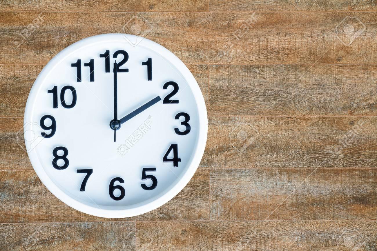 De O El 2 Con Show Am Fondo Espacio Copia Reloj Madera Pm yvf7gIYb6