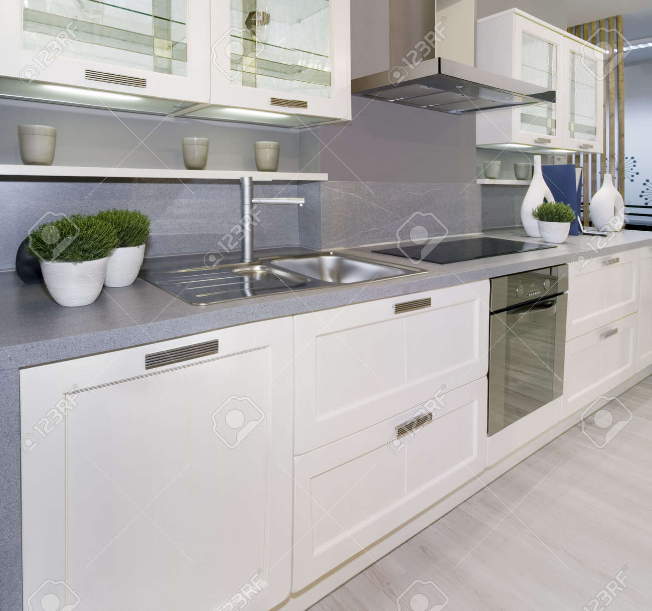 Cucina Moderna Bianca. Cucina Moderna Bianca Su Misura Ratoci ...