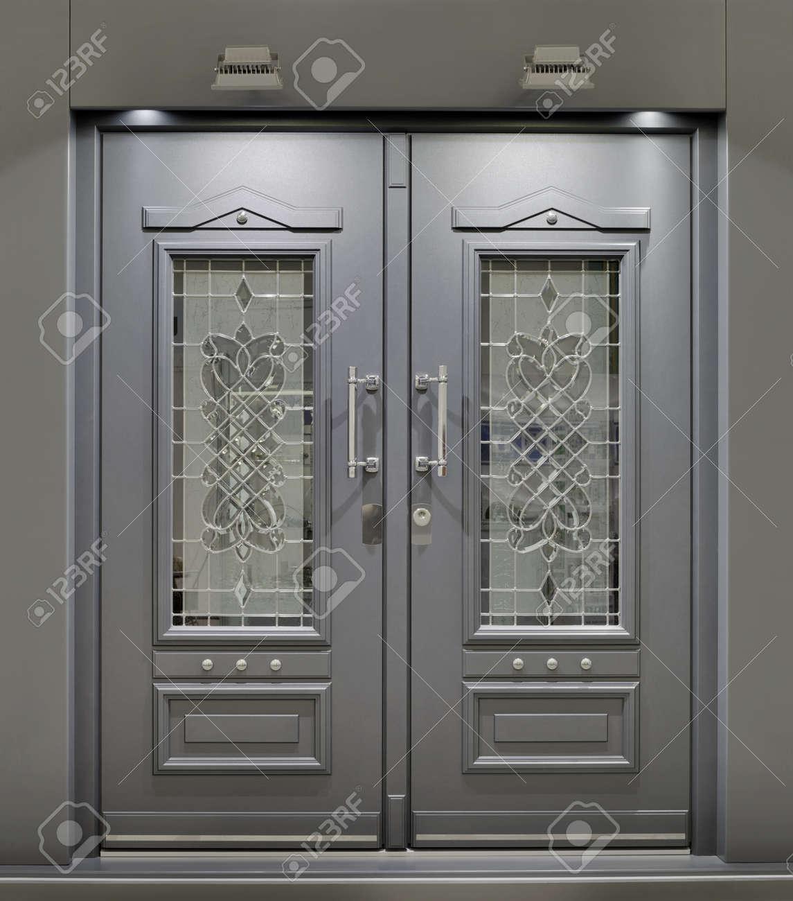 Massive Metallic Fireproof Front Door Standard-Bild - 13778479