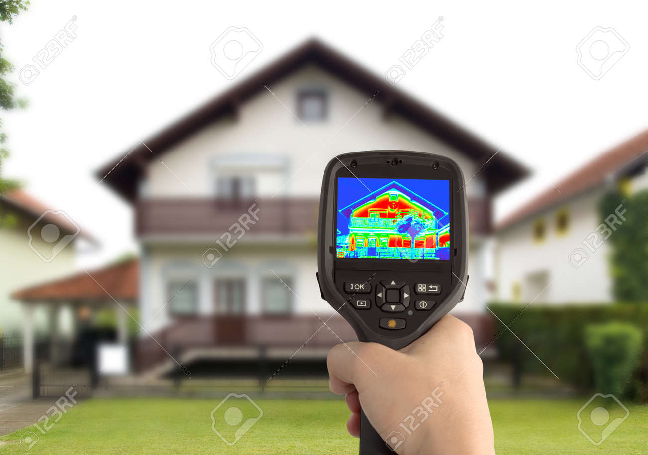 Heat Loss Detection of the House With Infrared Thermal Camera Standard-Bild - 15322866