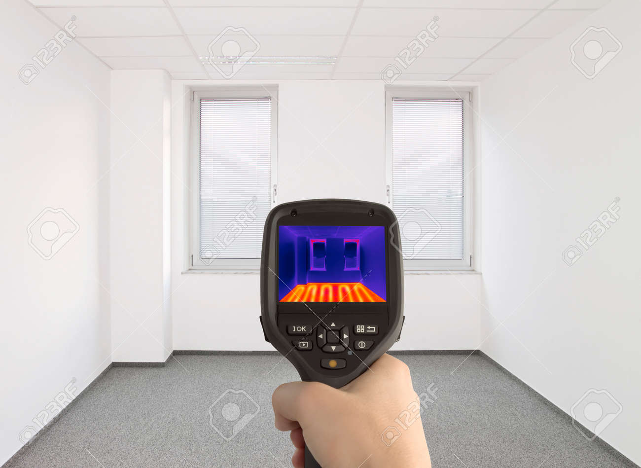 Controlling Underfloor Heating with Thermal Camera Standard-Bild - 30691827