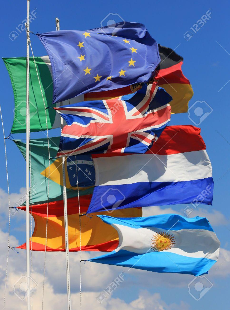 国旗のフランス、英国、イタリア...