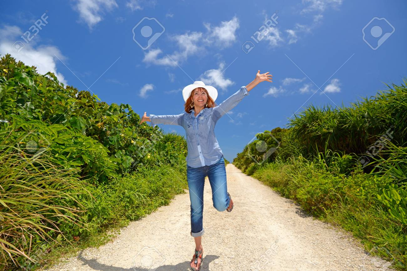 Women enjoy the sun Stock Photo - 14966670