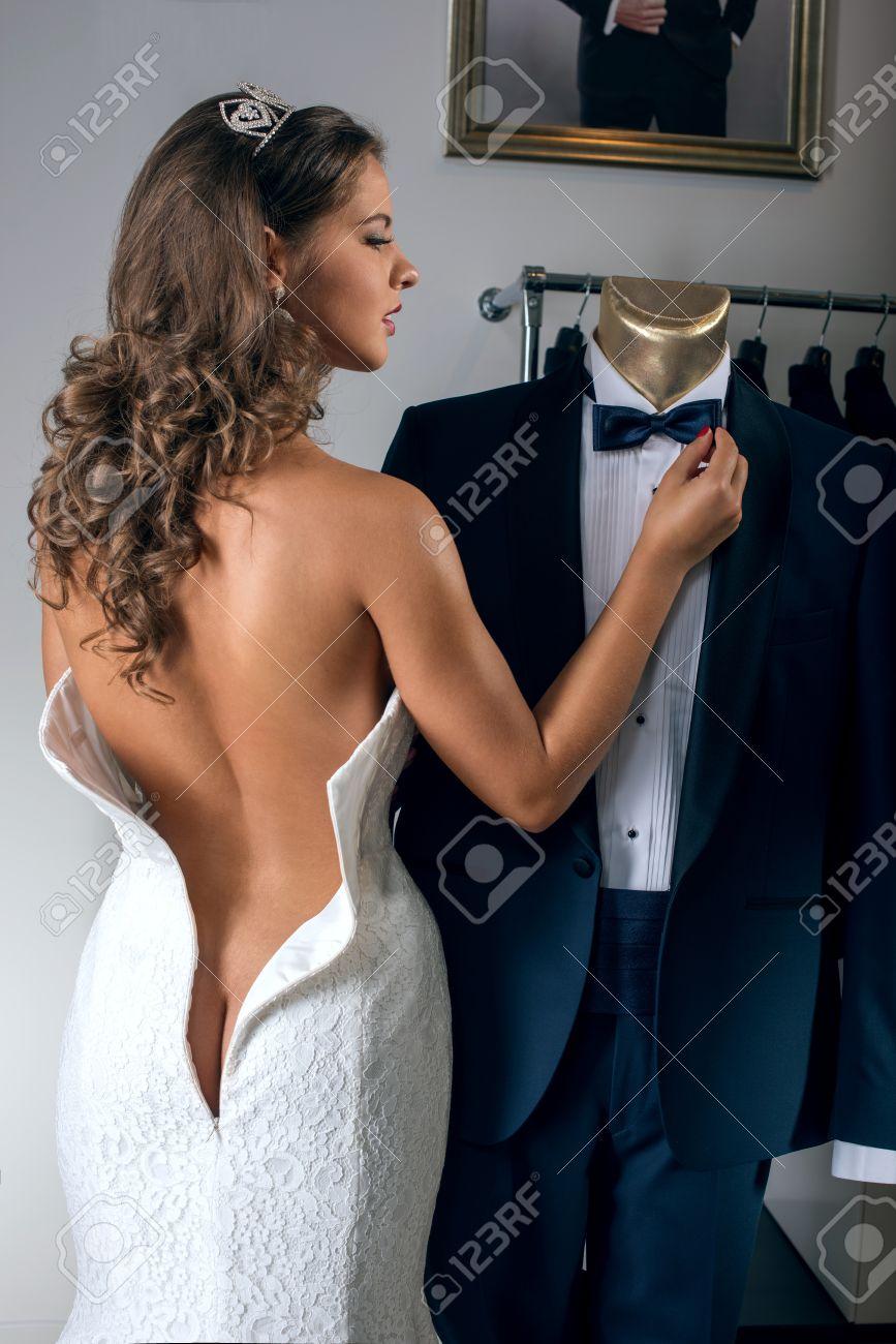 nackt im hochzeitskleid