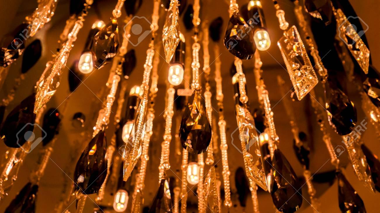 Kristall Perlen Kronleuchter ~ Mysteriöses leuchten des modernen luxusleuchters mit perlen und