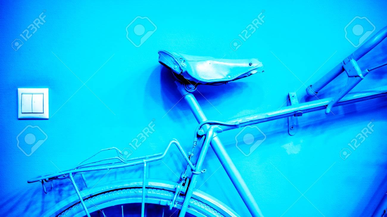 Zócalo Blanco Cuadrado Cerca De La Parte Azul Azul Brillante De La ...