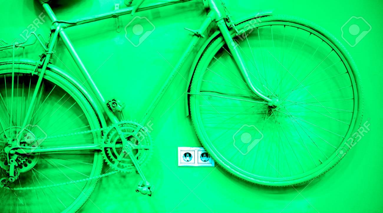 Gros Plan De Vélo Comme Décoration Sur Le Mur Vieux Vélo Peint
