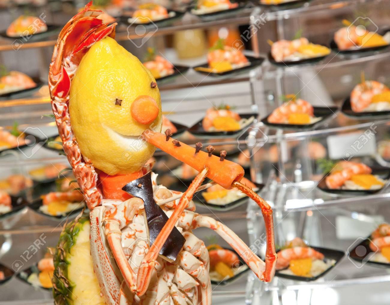 Decoration Pour Buffet Fait Avec Du Homard Citron Et Carotte Il