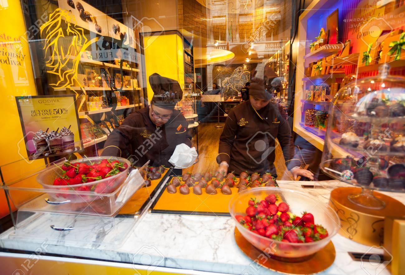 New York City, Usa - July 10, 2015: Godiva Chocolate Store Fifth ...