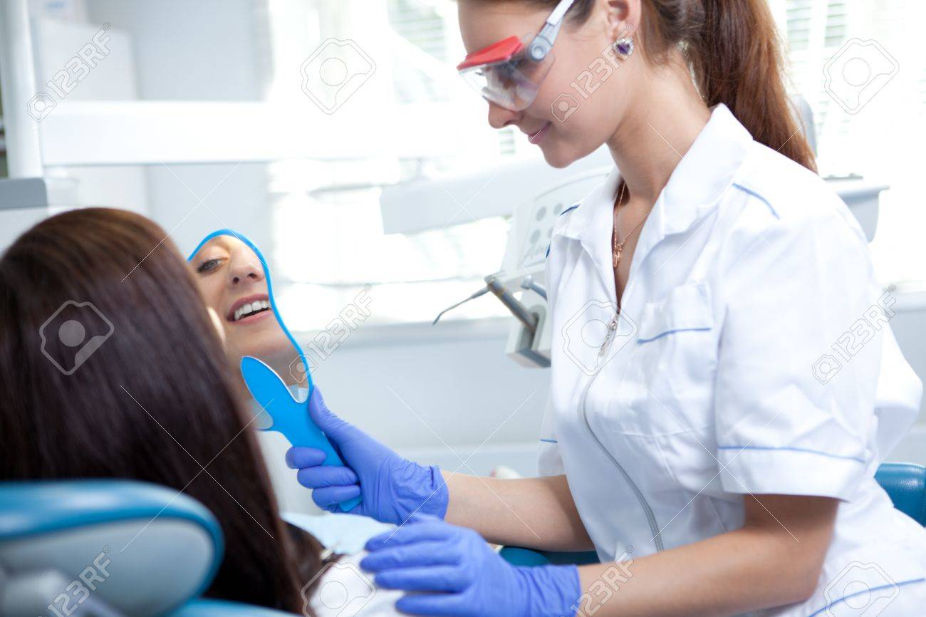 woman dentist working Stock Photo - 14202952