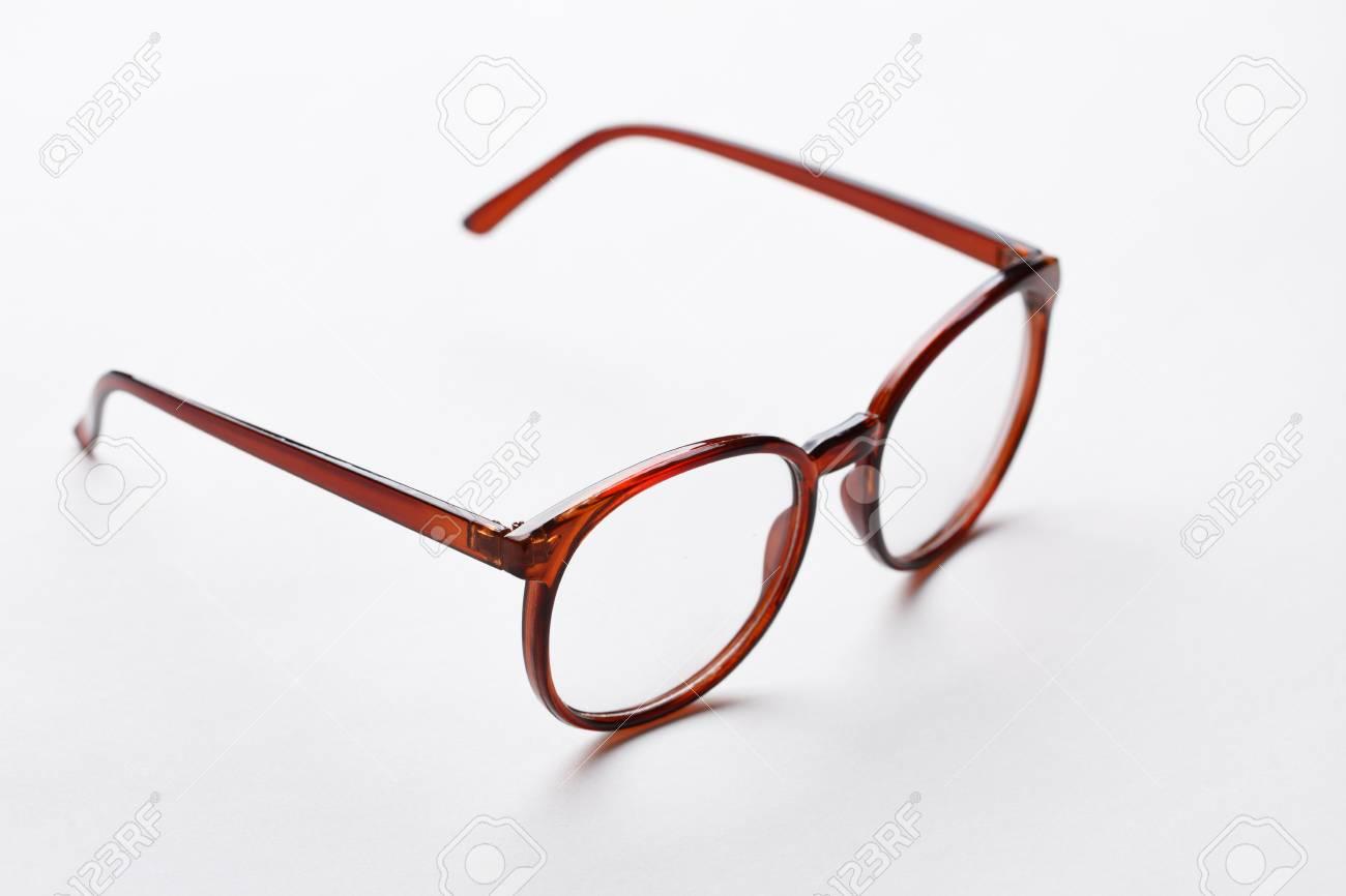 Foto de archivo - Gafas de montura marrón con lentes transparentes sobre  fondo blanco puro ada160ddbb97