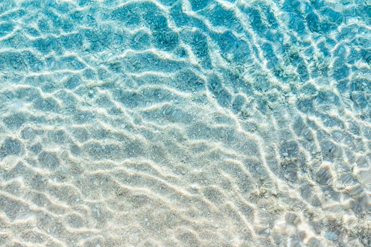 Crystal clear turqoise water of the tropical sea - 43134658