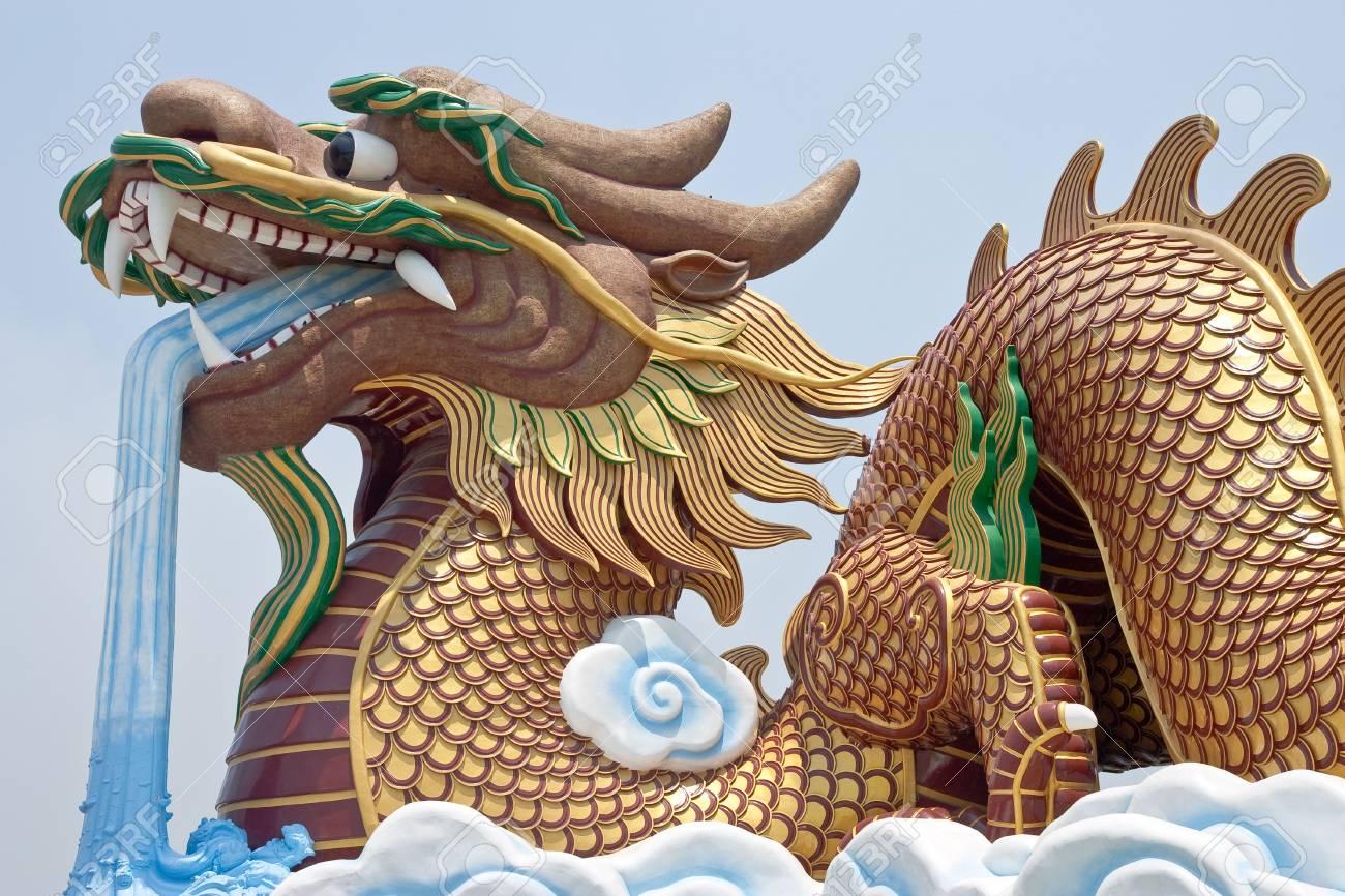 Dragon sculpture Stock Photo - 4631030