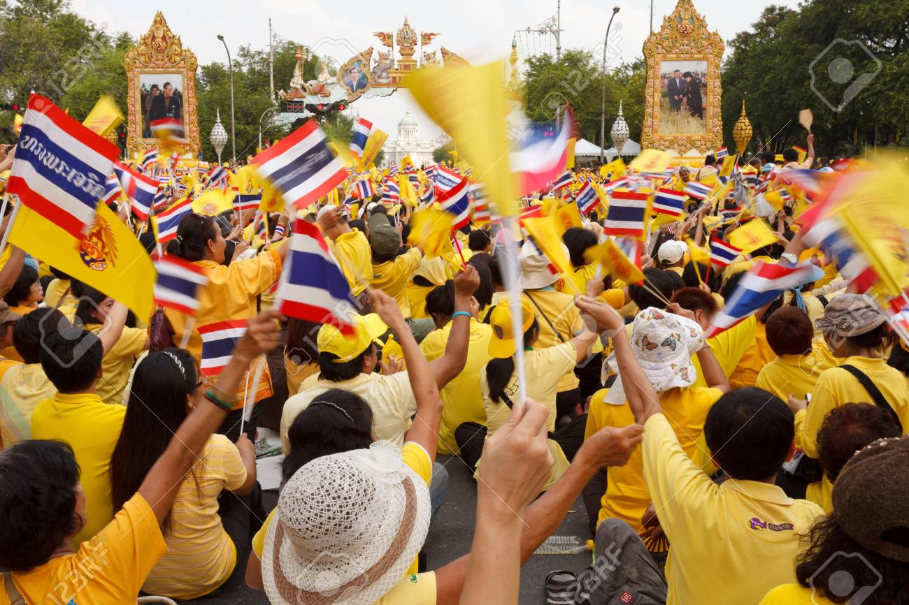 BANGKOK, THAILAND - DECEMBER 5  Unidentified Thai people gather together in order to bless the birthday of His Majesty the King on December 5, 2012 in Bangkok, Thailand  Stock Photo - 17118993
