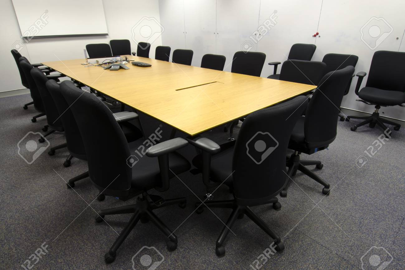 Immagini stock business sala riunioni sedie carta preparazione