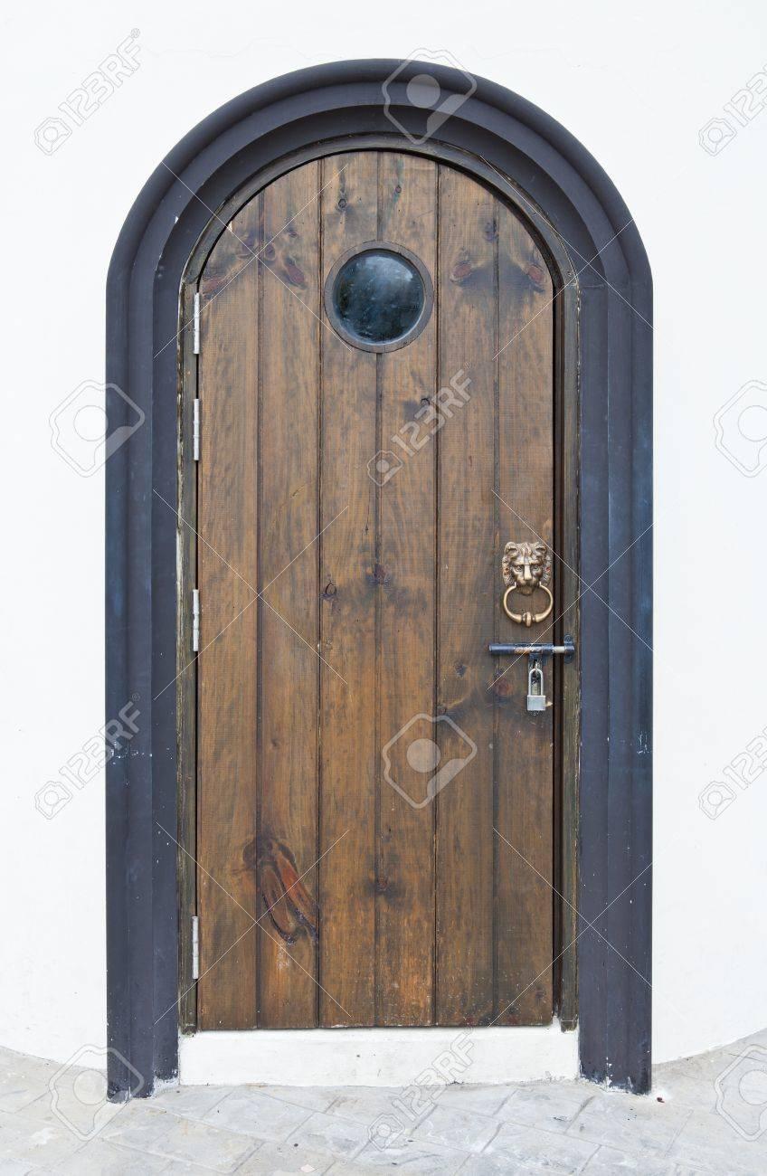 Old wood door with lion handle Stock Photo - 15221077
