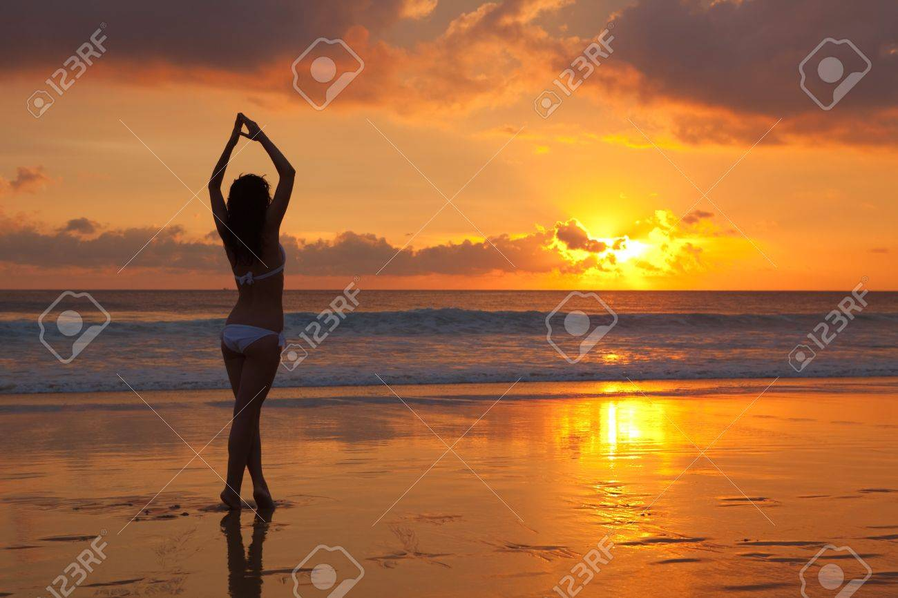 silhouette of woman on the sunset Stock Photo - 7317919