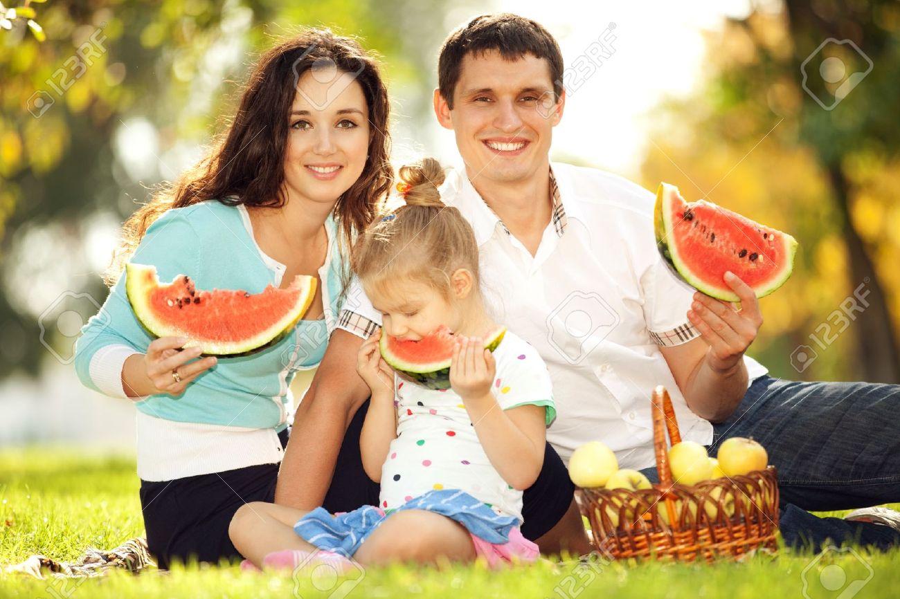 Семья мать и дочь приглашают на лето 5 фотография