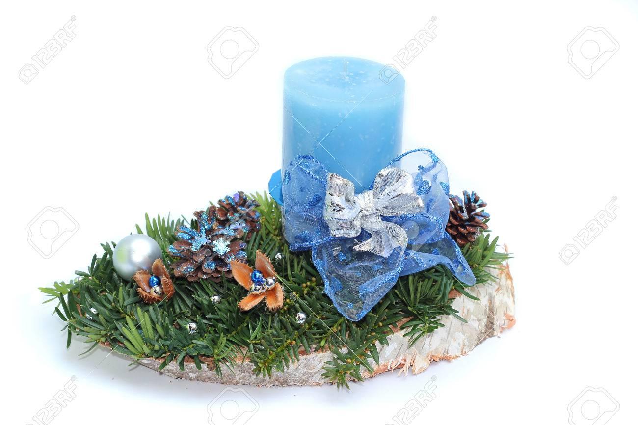 Advent Spray Mit Blauer Kerze, Isoliert Auf Weißem Hintergrund ...