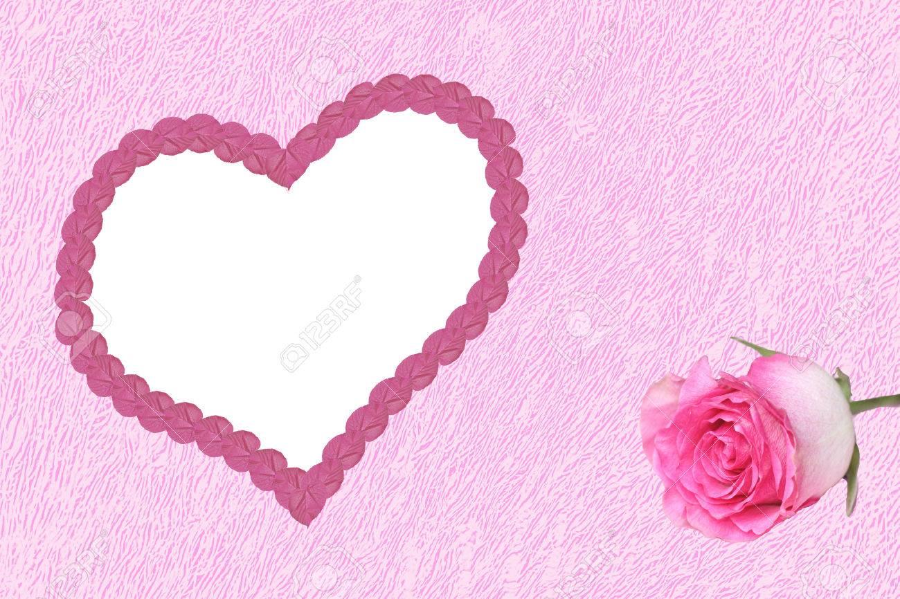 28350551-fond-rose-marbr-avec-cadre-de-coeur-d-amour-et-de-bourgeon-de-rose-Banque-d'images