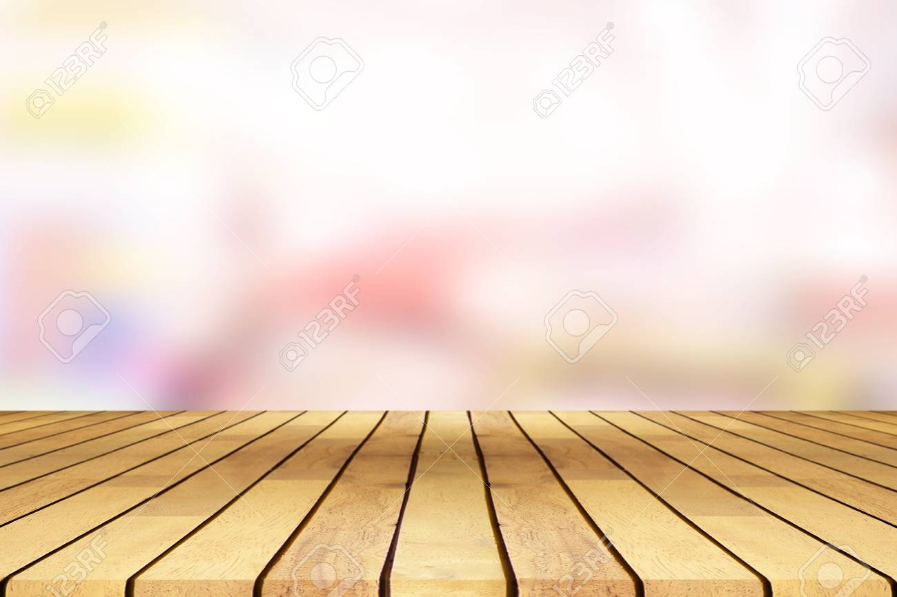 Perspective Wooden Table On Top Over Blur Coffee Shop Background Can Be Used Mock Up For Montage Products Display Or Design Layout Banco De Imagens Royalty Free Ilustracoes Imagens E Banco De