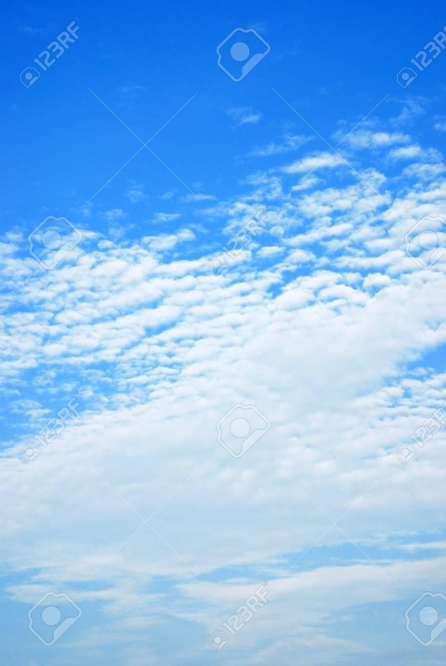 Single cloud on beautiful blue sky Stock Photo - 9052791